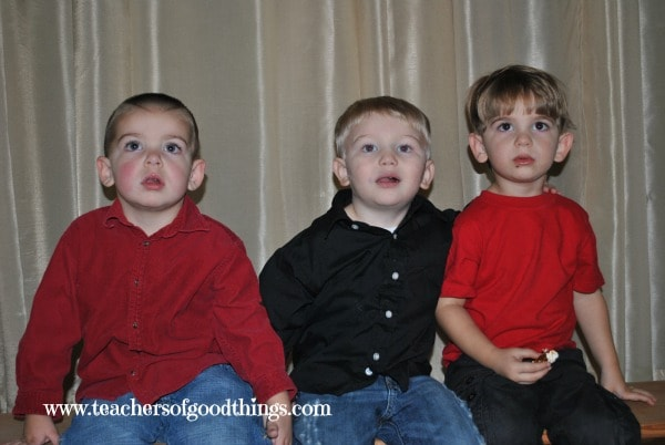 How to Teach Toddlers and Preschoolers to pose for Pictures www.joyinthehome.com